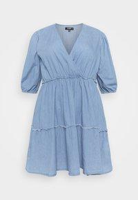Missguided Plus - CHAMBRAY TIERED BALLOON MINI DRESS - Denim dress - blue - 0