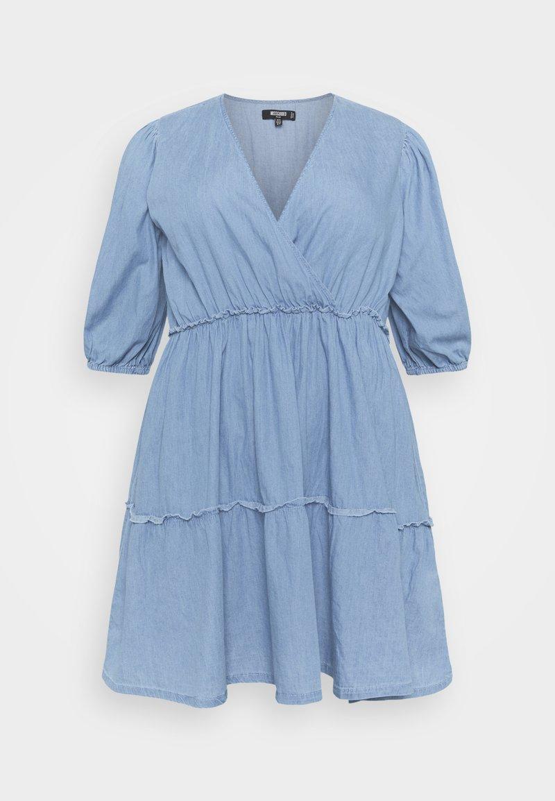 Missguided Plus - CHAMBRAY TIERED BALLOON MINI DRESS - Denim dress - blue