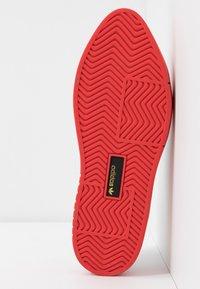 adidas Originals - SLEEK SUPER  - Trainers - footwear white/red/core black - 6