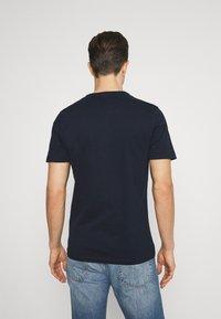TOM TAILOR - HENLEY WITH SMART DETAILS - T-shirt - bas - dark blue - 2
