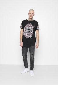 Brave Soul - BOOLE - Print T-shirt - black - 1