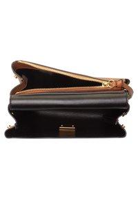 Coccinelle - Handbag - braun - 3