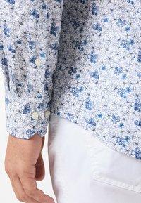 Pierre Cardin - GEBLÜMT - MODERN FIT - Shirt - light blue - 4
