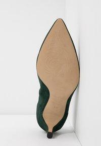 PERLATO - Classic heels - bosco - 6