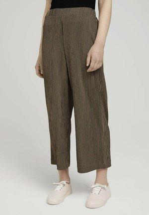 MIT ELASTISCHEM BUND - Pantalones - brown