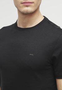 Michael Kors - Basic T-shirt - black - 4