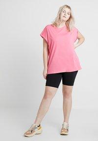 Urban Classics Curvy - LADIES EXTENDED SHOULDER TEE - T-shirt basic - pinkgrapefruit - 1