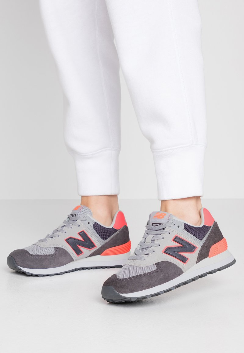 New Balance - WL574 - Sneakers - black/pink