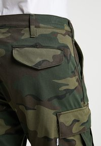 Levi's® - TAPERED CARGO - Pantaloni cargo - khaki - 5