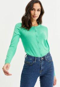 WE Fashion - Strikjakke /Cardigans - bright green - 0
