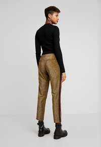 Scotch & Soda - TAPERED PANTS WITH SIDE PANEL - Kalhoty - olive - 2