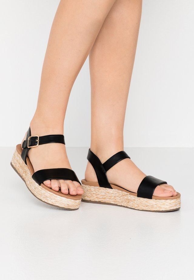 WIDE FIT FLAVIA - Espadrilles - black