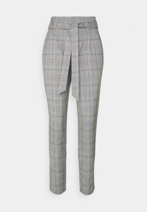 VMMIYA HR LOOSE CHECK TIE PANT - Trousers - snow white/black