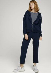 TOM TAILOR - LOOSE FIT - Chinos - sky captain blue - 1
