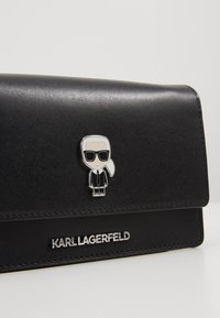 KARL LAGERFELD - IKONIK PIN WOC - Skuldertasker - black - 6