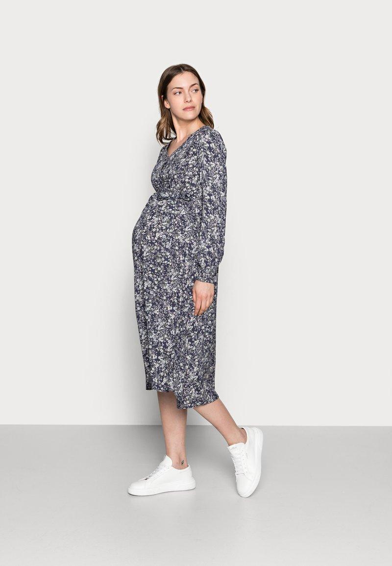 Pieces Maternity - PCMPAOLA - Denní šaty - ombre blue