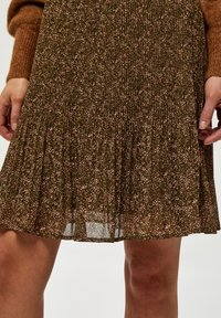 Minus - RIKKA - A-line skirt - dark olive dot print - 3