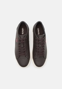 Levi's® - WOODS - Sneakersy niskie - dark brown - 3