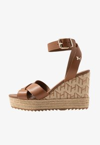 Tommy Hilfiger - TH RAFFIA HIGH WEDGE SANDAL - Sandalias de tacón - summer cognac - 1