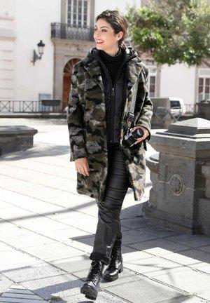 Winter coat - grün,grau,schwarz