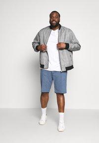 TOM TAILOR MEN PLUS - CHINO STRUCTURE - Shorts - dark blue - 1