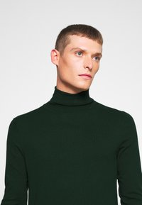 Pier One - 2 PACK - Jumper - black/dark green - 5