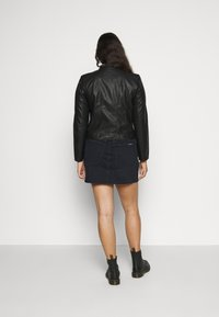 Vero Moda Curve - VMKHLOE   - Faux leather jacket - black - 2
