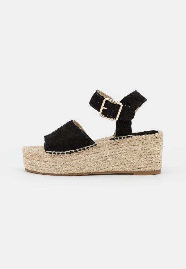 PLATFORM  - Sandalen met plateauzool - black