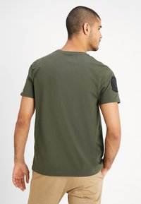Alpha Industries - AIR CREW - Print T-shirt - dark oliv - 2