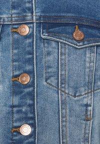 Vero Moda Petite - VMFAITH SLIM JACKET - Jeansjakke - medium blue denim - 2