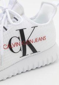 Calvin Klein Jeans - REILAND - Zapatillas - white - 5