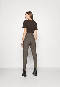 Hope - NEWS EDIT TROUSERS - Trousers - khaki brown - 2