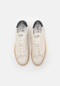Clae - BRADLEY - Trainers - white cactus/navy - 3