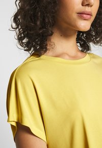 ONLY - ONLFREE LIFE O-NECK - T-shirt basic - pineapple slice - 4
