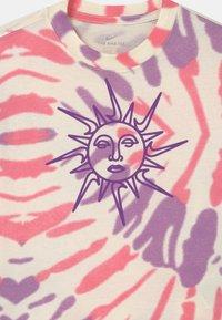 Nike Sportswear - BOXY TIE DYE - T-Shirt print - coconut milk/sunset pulse/violet shock - 2