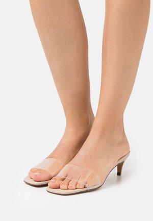 AABELLA - Slip-ins med klack - medium beige
