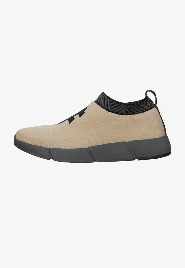 WATERPROOF COFFEE SNEAKERS - Matalavartiset tennarit - wanderer