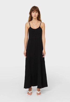 MIT RAFFUNGEN UND CUT-OUTS - Długa sukienka - black