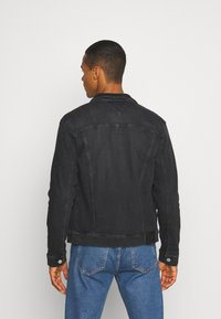 Tommy Jeans - REGULAR TRUCKER JACKET - Jeansjacka - max black - 2