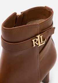 Lauren Ralph Lauren - ARIANNE - Classic ankle boots - deep saddle tan - 6