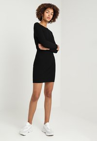 ONLY - ONLNEELA DRESS - Strikket kjole - black - 1