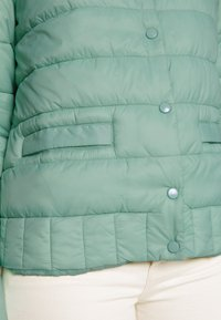 Cream - SOFIACR QUILTED JACKET - Kurtka przejściowa - soft green - 5