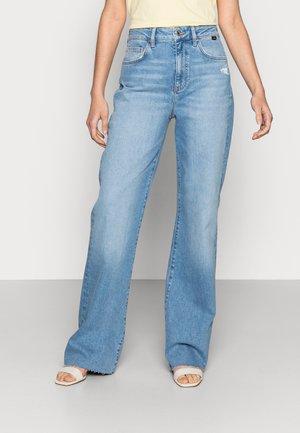 VICTORIA - Straight leg jeans - shaded lt denim
