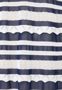 TWINSET - ABITO TRASPARENZE E BALZE - Jumper dress - neve/nero - 7