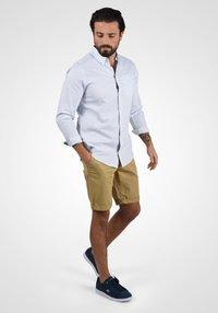 Blend - BRUNO - Shorts - sand brown - 1