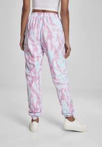 Urban Classics - FRAUEN  - Pantalones deportivos - aquablue/pink - 2