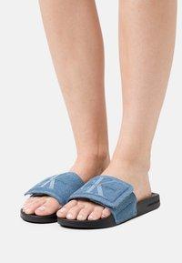 Calvin Klein Swimwear - SLIDE - Pantofle - blue - 0