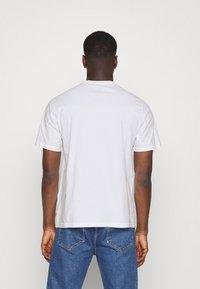 Levi's® - TEE UNISEX - Print T-shirt - neutrals - 2