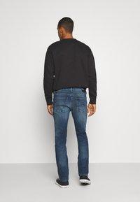 Tommy Jeans - SCANTON SLIM - Džíny Slim Fit - mid blue - 2
