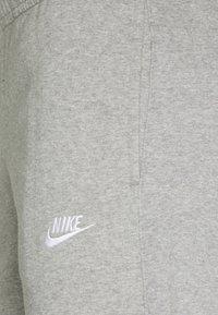 Nike Sportswear - CLUB PANT - Træningsbukser - grey heather/matte silver/white - 2